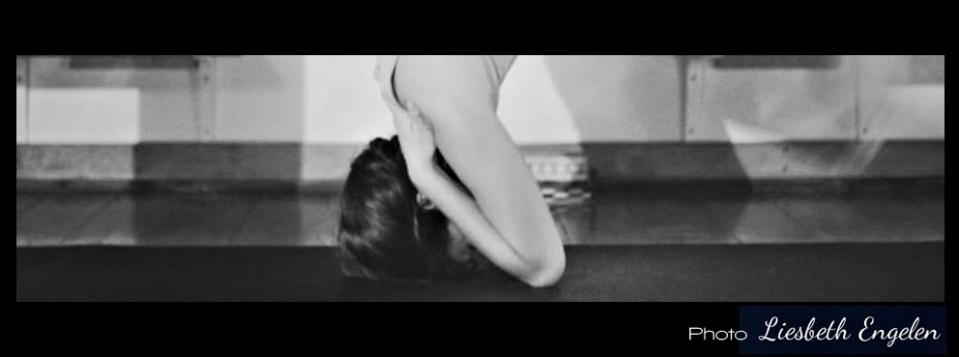 Aura Headstand. Yoga Utila